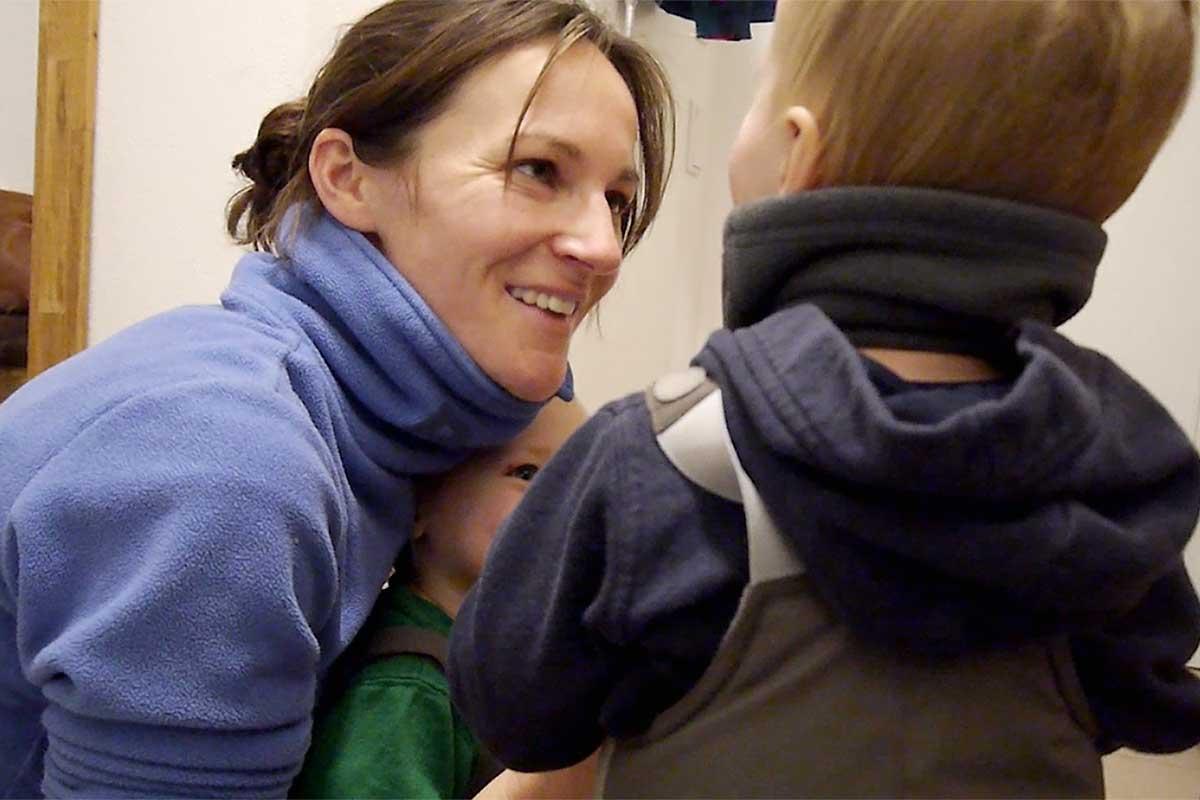 Blickkontakt und ein freundliches Gesicht bestätigen das Kind und stärken es in seinem Selbstwertgefühl.